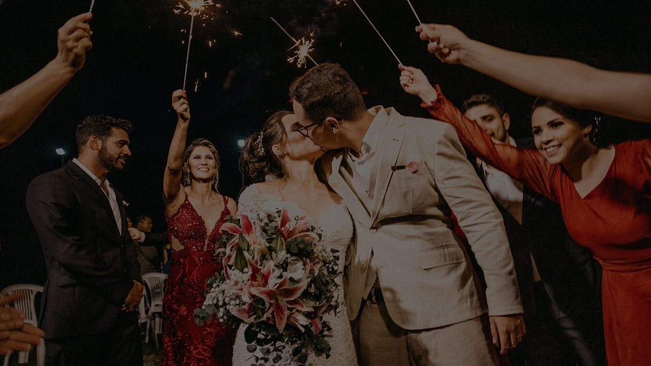 How to plan a wedding yourself: 8 wedding planning tips you need to know!